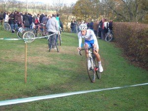Cyclo-cross de Cours-Les-Barres le 11 Novembre 2012 : victoire de Loïc Forestier. pb110022-300x225